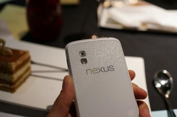 Beyaz renkli Nexus 4 ortaya çıktı