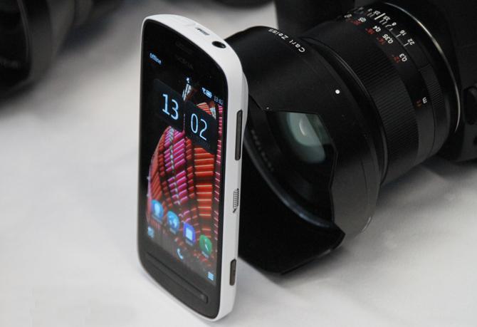 41 MP kameralı Nokia EOS'un beyaz yüzü ortaya çıktı