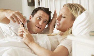 ABD'de her 10 kişiden 1'i seks esnasında telefon kullanıyor
