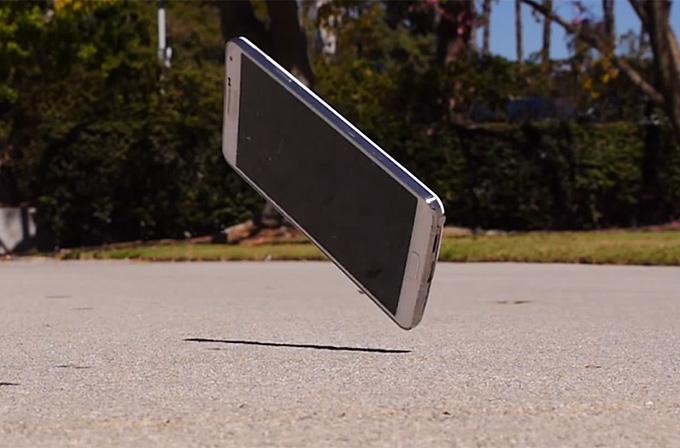 Galaxy Note 3'ü yerden yere vurdular