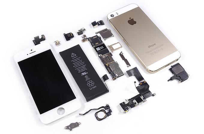 iPhone 5S'in içini dışına çıkardılar