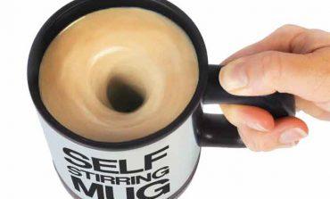 Kendi kendini karıştıran kahve fincanı