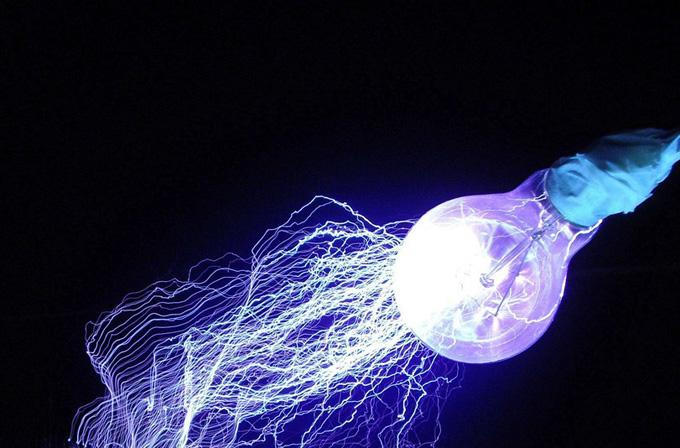 Li-Fi teknolojisiyle ampuller kablosuz ağ dağıtacak