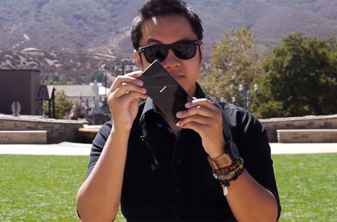 Sony Xperia Z1'i yerden yere vurdular