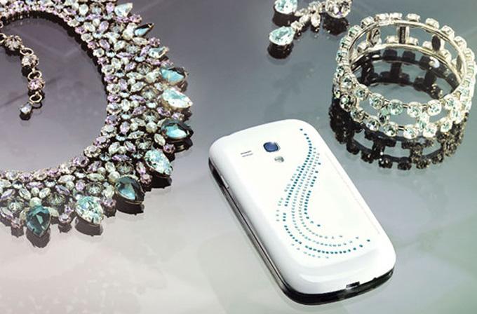 Galaxy S3 Mini'nin kristal kaplı modeli çıktı