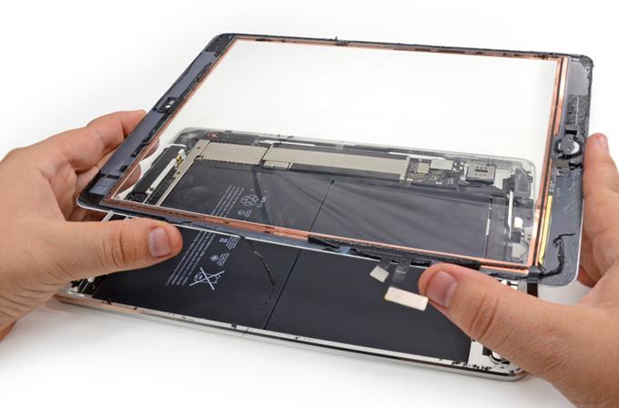 iPad Air'i parçalarına ayırdılar