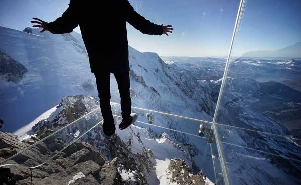 Havada yürüdüğünüzü hissettiren cam oda
