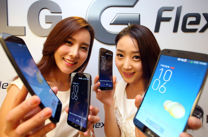 LG G Flex Dünya'ya açılıyor