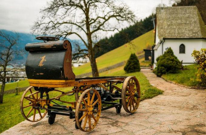 Tarihin ilk Porsche'u 116 yıl sonra ahırda bulundu