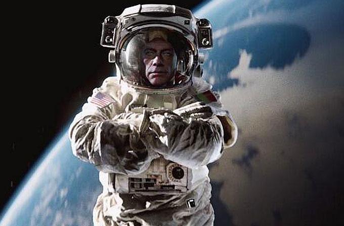 Van Damme bu sefer uzayda bacakları ayırdı