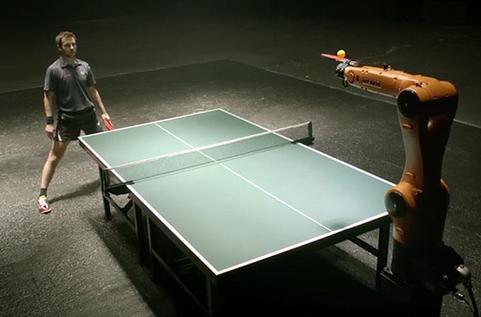 Alman masa tenisi şampiyonu, robota karşı maç yapacak