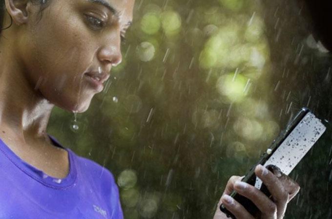 Galaxy S5'in su geçirmez olması Sony'i endişelendirmiyor