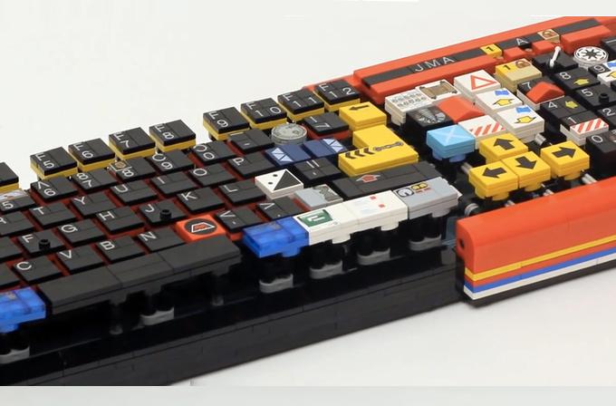 Tamamen orijinal LEGO parçalarından klavye yaptı