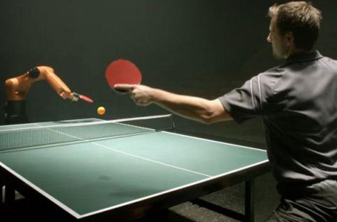 Masa tenis şampiyonuyla Kuka robotu maç yaptı