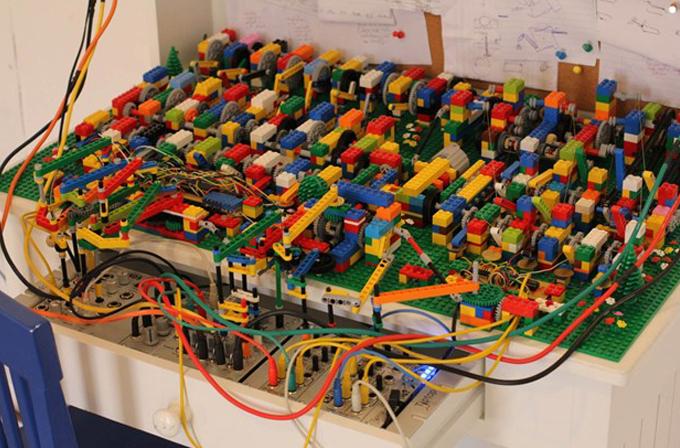 Lego ile yapılan müzik makinesi