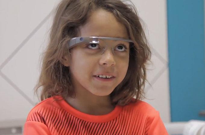 Hasta çocuklar Google Glass ile neşelendi