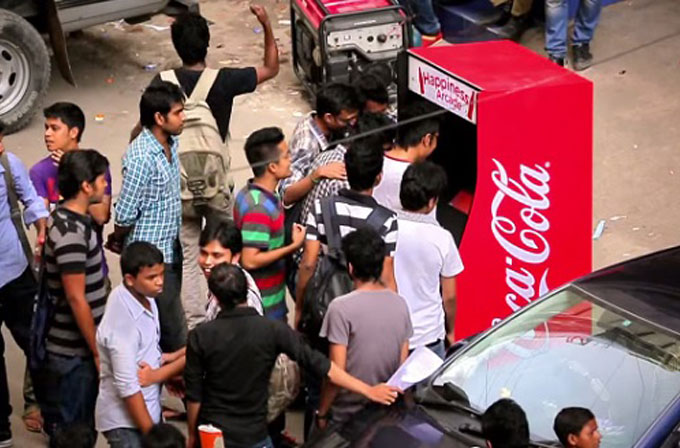 Coca-Cola'dan pet şişe ile çalışan atari oyun maknesi