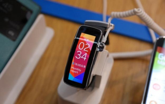 Samsung Gear Fit ile de pazarda mutlu