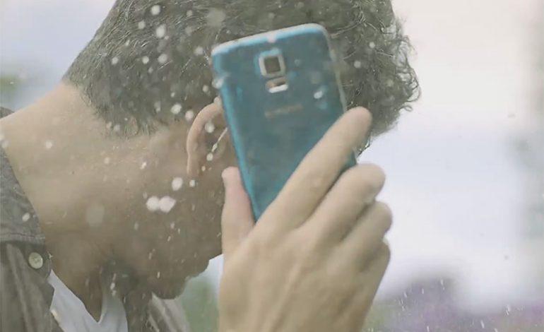 Video: Samsung'dan su ve toz geçirmeyen yeni bir Galaxy S5 reklamı