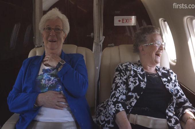 Hayatlarında ilk kez uçağa binen yaşlı kadınlar