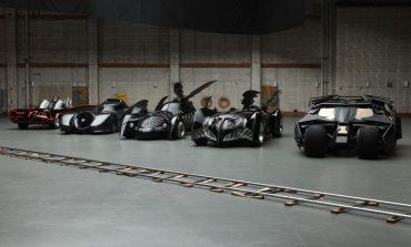 """Yeni """"Batmobile"""" örtünün altından kendini gösterdi"""