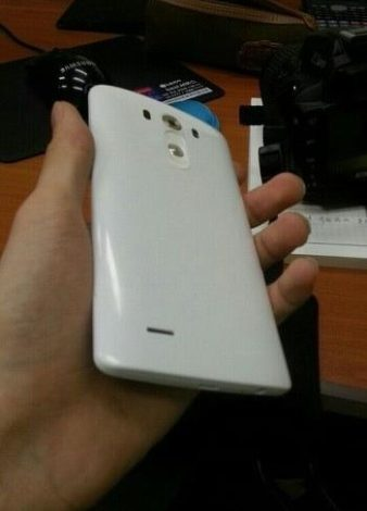 LG G3'ün arka kısmı da afişe oldu