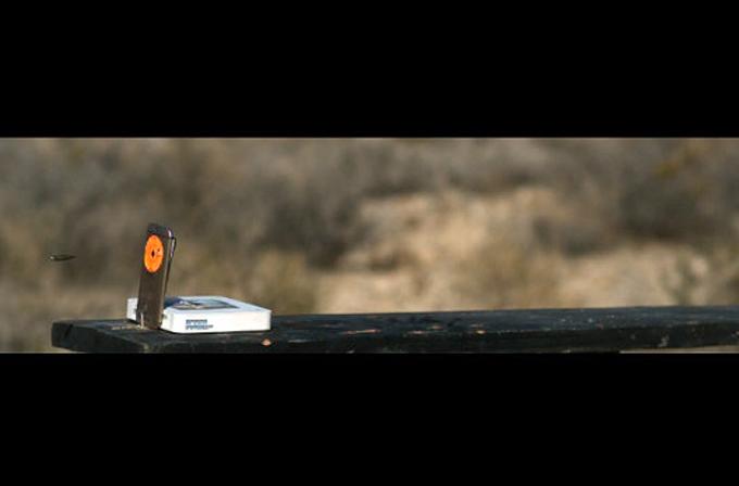 Video: HTC One M8, hedef tahtası oldu