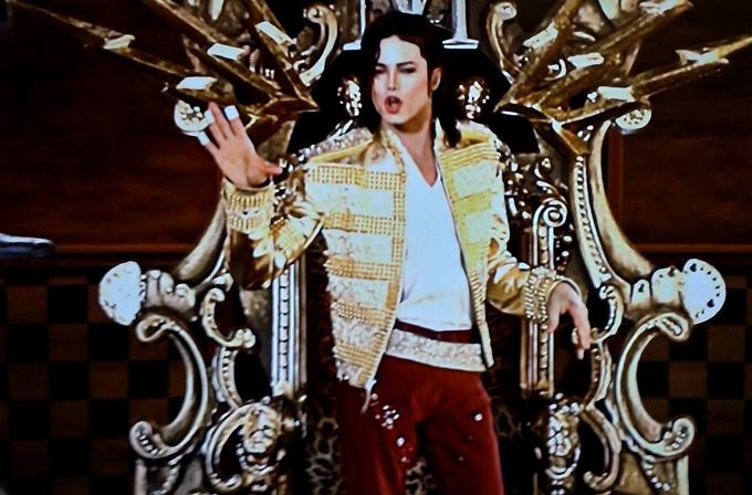 "Video: Hologram Michael Jackson'dan ""moonwalk"" izleyin"