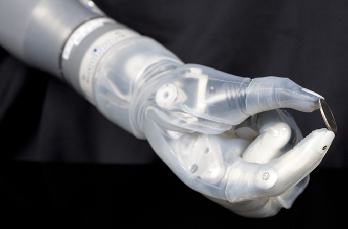 Video: Beyinle kontrol edilebilen robot kol geliştirildi