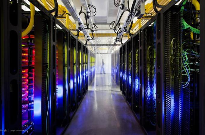 Galeri: Teknoloji devlerinin ışıl ışıl veri merkezleri