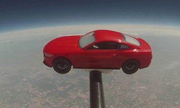 Video: Ford Mustang'i uzaya yolladılar