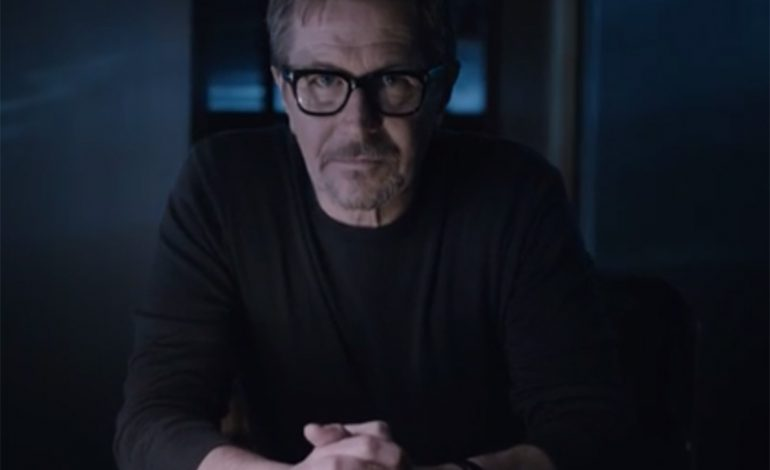 Video: HTC One M8'in yeni yüzü Gary Oldman oldu