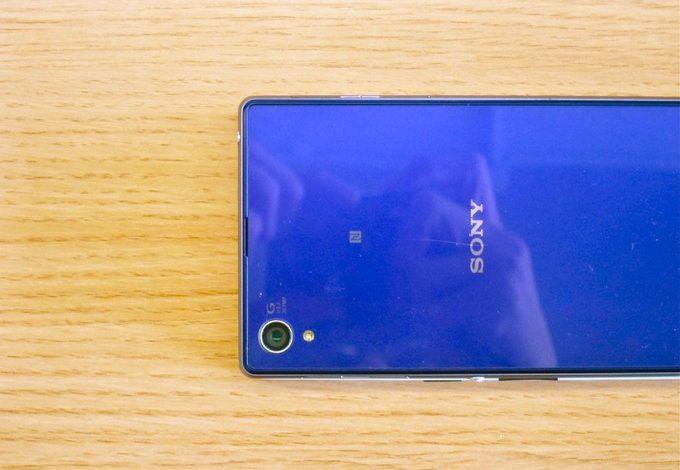 Video: OnePlus One, Xperia Z1'den daha büyük ama buna rağmen daha küçük, nasıl mı?
