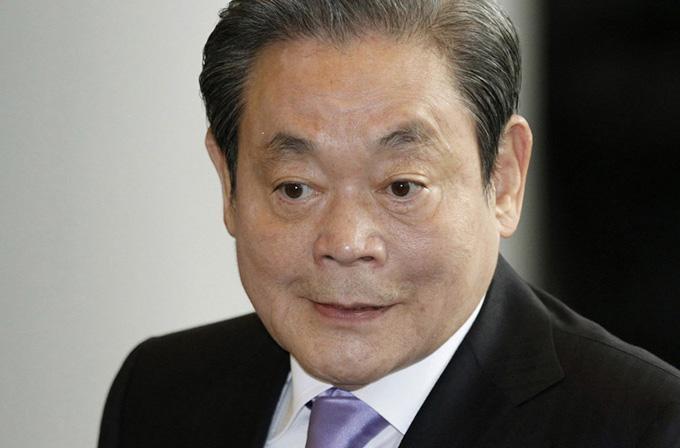 Samsung'un başkanı iki haftalık komadan çıktı