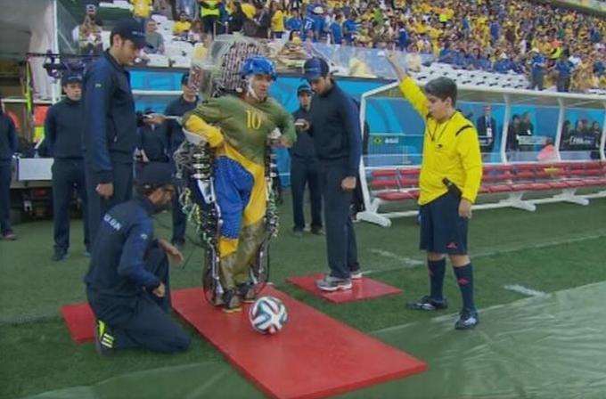 Video: 2014 Dünya Kupası daha başlamadan tarihi bir olaya şahit oldu!