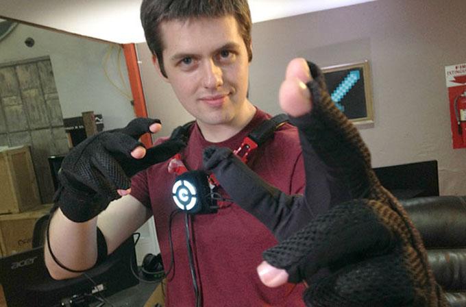 Video: Sanal gerçeklik eldivenleri, Oculus Rift'i bir adım öteye taşıyor