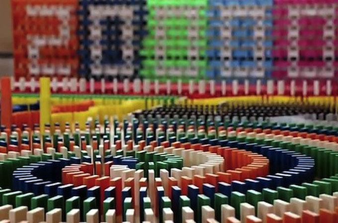 Youtube kullanıcısından 20.000 parçalık domino gösterisi