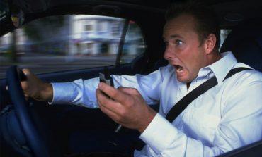 Araba sürerken telefonla konuşma yasağı, kazaları azaltmadı!