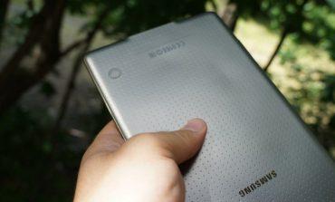 """Samsung: """"Galaxy Tab S 8.4'ün aşırı ısınma sorunu değil, arka kapak sorunu var!"""""""