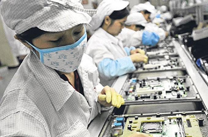 Foxconn, yeni iPhone üretimi için devreye robotları sokuyor