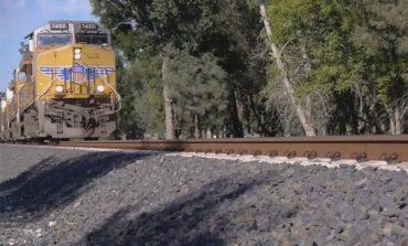 Video: İki adet iPhone 5s'i trenlere ezdirdi