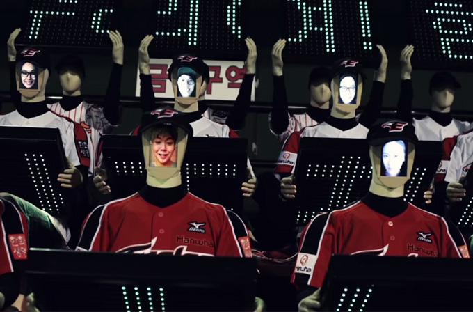 Video: Kore'de artık robot taraftarlar var