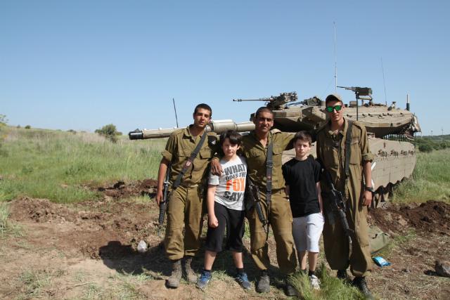 Call of Duty oynamasın diye çocuklarını savaşa götürdü!