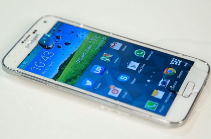 "Video: Samsung Galaxy S5, iPhone'u ""Ice Bucket Challenge""a davet etti."