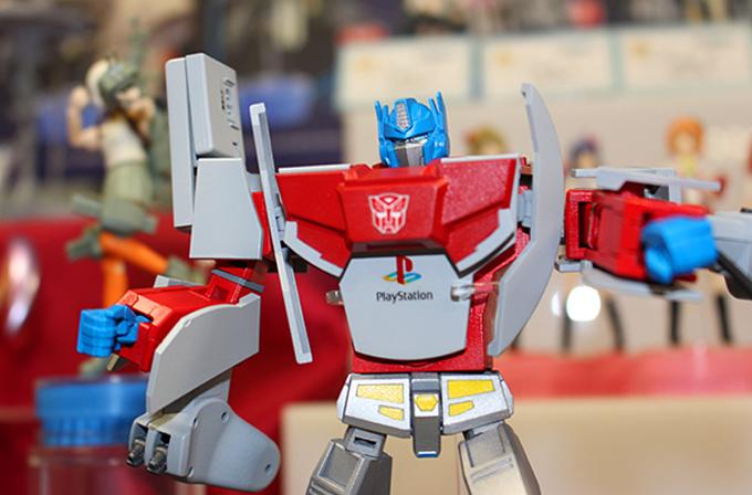 Galeri: Optimus Prime Playstation 1, Megatron ise SEGA Mega Drive olsaydı!