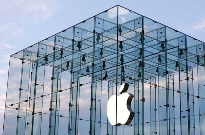 Apple, transparan küp mağaza tasarımının patentini kazandı