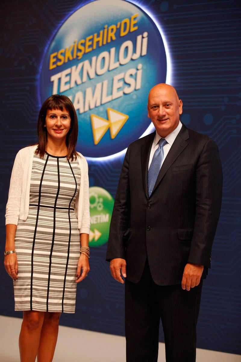 Turkcell Genel Müdürü Süreyya Ciliv ve  Turkcell Genel Müdür Yardımcısı Selen Kocabaş