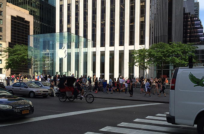 Video: Apple fanboyları şimdiden iPhone 6 kuyruğunda