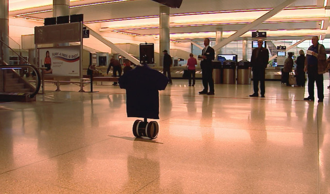 Video: Bu havaalanında sizleri robot karşılıyor