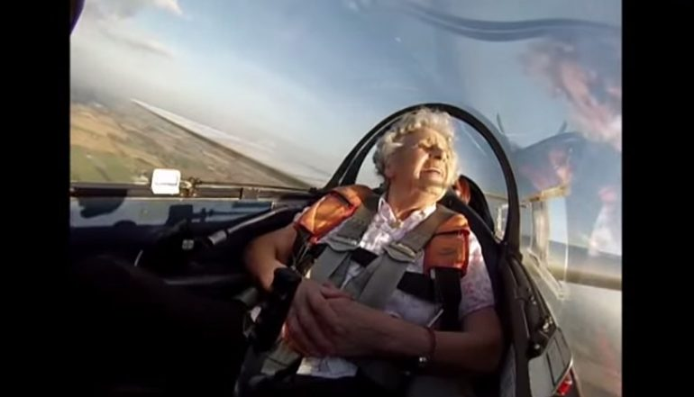 Video: 100. yaşını planöre binerek kutladı